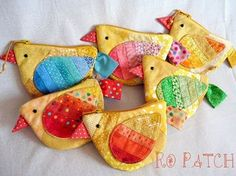 porte monnaie poussins these cute purses would be cute as little chickies, too! love the patchwork idea! Sewing Hacks, Sewing Crafts, Sewing Projects, Fabric Bags, Fabric Scraps, Little Presents, Patchwork Bags, Sewing For Kids, Diy Projects To Try
