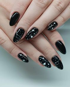 Black is undoubtedly one of the most classic colors. Opting for a black inspired manicure is a classy and chic option when looking to make a fashion statement with your fingers. Black nails can suit j Black Acrylic Nails, Black Nail Art, Black Nails Short, Black Manicure, Black Acrylics, Sky Nails, Moon Nails, Pointed Nails, Stiletto Nails