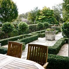 Garden restoration project By Henley on Thames Garden Designer Jo Alderson Phillips. This a beautiful cottage in a pretty Oxfordshire village which has been restored and modernised by the owners Penny and Tim, who then asked Jo to do the same in the garden.