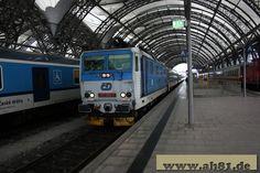 EN476 mit +130 min in Dresden Hbf - 371 002-7 und 101 094-1
