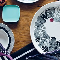 Marimekko Oiva Solid Color Dinnerware The Marimekko Oiva solid color collection features clean lines and functional features. Each piece of this collection has a timeless yet modern and fresh appeal.