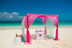 Wedding ceremonies on the beach. Also amazing wedding arch and some ideas for wedding decoration. Свадебные церемонии в Мексике, свадьба в Мексике, символические церемонии в Мексике. Visit   http://elena-fedorova.com/project/wedding-ceremony-in-the-riviera-maya/