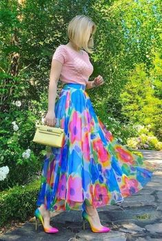 Summer Skirts  With Tops 2020 has never been so Pretty! Since the beginning of the year many girls were looking for our Lovely guide and it is finally got released. Now It Is Time To Take Action! See how... Modest Fashion, Skirt Fashion, 70s Fashion, Fashion Dresses, Womens Fashion, Fashion Tips, Winter Fashion, Skirt Outfits, Dress Skirt