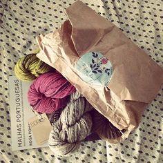 Minhas encomendas chegaram do além mar #retrosaria #rosapomar #beiroa #tricot #knit #knitting #yarnporn #portugal