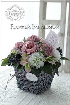 Flowers in basket – Flowers Desing Ideas Faux Flowers, Silk Flowers, Paper Flowers, Beautiful Flowers, Deco Floral, Arte Floral, Floral Design, Flower Basket, Flower Boxes