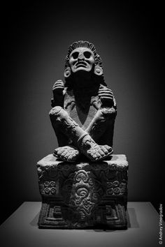 Xochipilli – Aztec God of art, games, beauty, dance, flowers and song century statue Museo Nacional de Antropologia – Mexico City Tattoos Bein, God Tattoos, Statue Tattoo, Aztec Tattoos Sleeve, Aztec Statues, Sculpture Art, Sculptures, Mayan Tattoos, Matisse