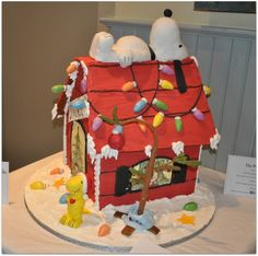 Beautiful Christmas Gingerbread House Ideas - Blush & Pine Creative - - There is a special skill that goes into making an amazing gingerbread house. Here I'm showing my favorite Christmas gingerbread house structures for Christmas Goodies, Christmas Treats, Christmas Baking, All Things Christmas, Christmas Time, Xmas, Italian Christmas, Gingerbread House Designs, Gingerbread House Parties