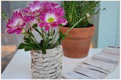 DIY-Dienstag: Aus einer Blechdose und etwas Packpapier eine schöne Vase zaubern… #diy #deko #decoration #trend #tutorial #anleitung #selbermachen #filizity