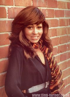 Tina Turner - Love the scarf!