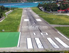 - Airport Overview - Airport Overview - Runway, Taxiway photo by MICHEL Charron