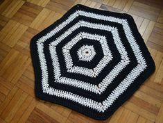Alfombra hexagonal tejida a crochet con trapillo. Patrón original de Molla Mills Forma Circular, Blanket, Pot Pie Crusts, Yarns, Tejidos, Cotton Canvas, How To Knit, Rugs, Trapillo