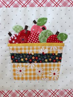 Applique apples and basket from Lori Holt's Bee Happy quilt along using Gingham Girls and Bee Basics fabrics. Plus plaid flannels. Applique Towels, Applique Quilt Patterns, Applique Ideas, Block Patterns, Quilting Projects, Sewing Projects, Quilting Ideas, Quilting Tutorials, Fall Applique