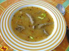 Nepravá dršťková polévka* 200 g hlívy ústřičné  2-3 l vody  3 lžíce sádla  1 větší cibule  4 lžíce hladké mouky  2 lžíce sladké papriky  ½ lžičky pálivé papriky  4 stroužky česneku  sůl  1 lžička majoránky