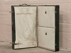 Lovely green travel trunk from the Similar to those seen in the new Dumbo Movie Shabby Chic Mirror, Rustic Mirrors, Rustic Walls, Vintage Shabby Chic, Vintage Suitcases, Vintage Luggage, Vintage Travel, Uk Images, Wooden Chest