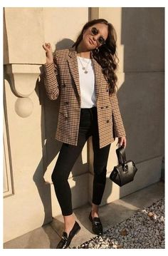 Chic Business Casual, Business Casual Outfits For Work, Professional Outfits, Work Casual, Casual Summer, Young Professional, Casual Fall, Women Business Attire, Business Casual Womens Fashion