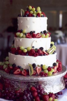How to Find Affordable and Elegant Wedding Cakes: Fresh Fruits Wedding Cake. http://memorablewedding.blogspot.com/2013/10/how-to-find-affordable-and-elegant.html