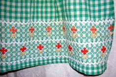Embroidered green white gingham half apron rick-rack yarn trim Vintage
