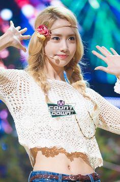 Yoona in m count down for party Sooyoung, Yoona Snsd, Kpop Girl Groups, Korean Girl Groups, Kpop Girls, Yuri, Tiffany, Girls Generation, Asian Woman