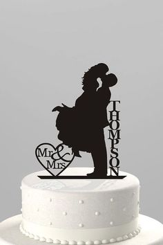 Romantic and vintage topper silhouette.