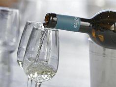 Los vinos Rias Baixas aguantan la crisis y crecen en el mercado exterior http://www.vinetur.com/2013070212778/los-vinos-rias-baixas-aguantan-la-crisis-y-crecen-en-el-mercado-exterior.html