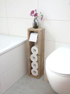 #Klopapierhalter aus Holz im shabby chic Look. Der #Toilettenpapierhalter bietet Platz für fünf #Klopapierrollen. #Toilettenpapierständer für Dein #Badezimer / #Bathroom furniture: #toilet roll holder made from wood. Made by Klauf Heilmann via DaWanda.com