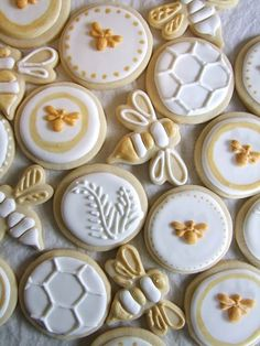 "Having a bee theme baby shower? Check out these ""sweet as can bee"" ideas for your party! Bee themed invitations, cupcakes, welcome signs and more! Bee Cookies, Cookies Et Biscuits, Sugar Cookies, Flower Cookies, Heart Cookies, Honey Cookies, Shortbread Cookies, Bee Party, Bee Theme"