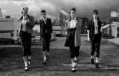 ¡Los Teddy boys y La Teddy girls! La subcultura se inició en Londres en la década de 1950, y rápidamente se extendió por todo el Reino Unido, convirtiéndose pronto fuertemente asociado con el Rock …