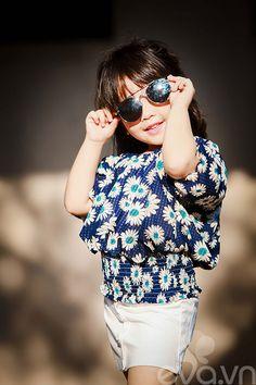 Bé gái 5 tuổi thâm niên 2 năm làm mẫu khoe tủ đồ hè siêu chất