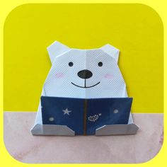 Sophyさんによる、本を読んでいるくまさん♪の折り紙です。『本を読んでいるくまさん』です。 お好みの折り紙 一枚で折れます🖤 Gato Origami, 5 Kids, Paper Folding, Creative Crafts, Delicate, Things To Come, Paper Crafts, Cool Stuff, Diy