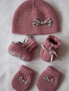 birth box Source by Baby Booties Knitting Pattern, Baby Hats Knitting, Crochet Baby Booties, Knitting For Kids, Baby Knitting Patterns, Hand Knitting, Knitted Hats, Knit Crochet, Crochet Hats