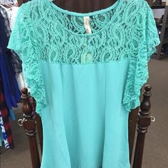 Plus size top This is a beautiful top! Tops