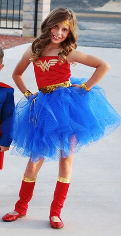 Wonder Woman Costume for Taylor Disfraz Wonder Woman, Wonder Woman Tutu, Wonder Woman Birthday, Wonder Woman Party, Diy Wonder Woman Costume, Diy Girls Costumes, Cute Halloween Costumes, Halloween Kostüm, Costumes For Women