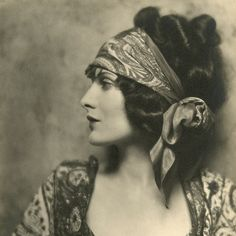 I ll start wearing my hair like this Flappers, 1920s Glamour, Vintage  Glamour ad3e7049345