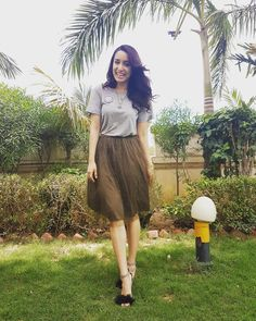 Want the grey top and the brown skirt which Shraddha Kapoor is wearing for Half girlfriend promotions - SeenIt Indian Celebrities, Bollywood Celebrities, Bollywood Fashion, Beautiful Bollywood Actress, Beautiful Indian Actress, Shraddha Kapoor Cute, Half Girlfriend, Sraddha Kapoor, Topshop Skirts