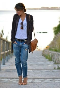 pair cardigan with super slim capris or pants, white t, and belt with coordinating purse and heels