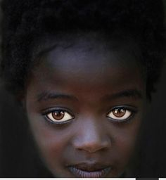Africa The girl with Big Eyes Karo Tribe Omo Valley Steve Wallace Black Is Beautiful, Beautiful Eyes, Beautiful People, Amazing Eyes, Simply Beautiful, Absolutely Stunning, Big Eyes, Cool Eyes, Children Photography