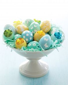 How to create intricate embellishments on Easter eggs with embossing powder