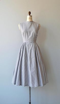 Vintage 1950s grey and white horizontal striped cotton dress with high neckline, bust darkts, sleeveless bodice, fitted waist, chevron stripe pattern on skirt and back fabric buttons. --- M E A S U R E M E N T S --- fits like: small bust: 36-38 waist: 26 hip: free length: 47 brand/maker: n/a condition: excellent to ensure a good fit, please read the sizing guide: www.etsy.com/... ✩ layaway is available for this item ✩ more vint...