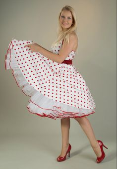 Pretty white dress red polka dots with petticoat Rockabilly Mode, Rockabilly Fashion, Swing Dress, Dress Skirt, Dress Red, White Dress, Frocks And Gowns, Vintage Mode, Sailor Dress