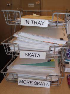How Greeks organize their desks...