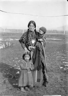 Louise and children - Flathead - 1906