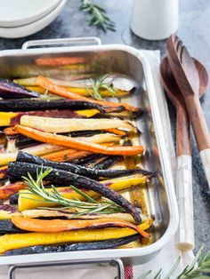 ► Brown Butter Maple Glazed Roasted Rainbow Carrots Recipe: rainbow carrots, olive oil, butter, maple syrup, fresh rosemary, salt and pepper. Roast in a preheated 400°F oven 30 – 35 minutes. Drizzle brown butter/maple syrup/rosemary glaze over roasted carrots. Carrots In Oven, Oven Roasted Carrots, Maple Glazed Carrots, Thanksgiving Dinner Plates, Thanksgiving Recipes, Holiday Recipes, Easter Side Dishes, Side Dishes Easy, Bon Appetit