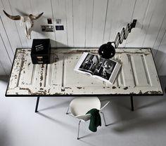 Old Door Table - Mesa con puerta vieja Old Door Desk, Old Door Tables, Küchen Design, Interior Design, Interior Work, Old Doors, White Decor, Interior Inspiration, Desk Inspiration
