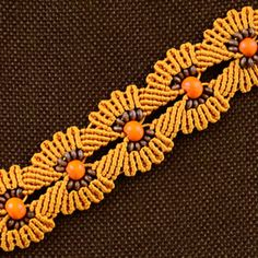 A great amount of advanced knotting tutorials on this website, including owls, hemp leaves and mandalas, as well as many bracelet designs.