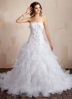 Ball-Gown Sweetheart Chapel Train Organza Satin Wedding Dress With Lace Beading Flower(s) Cascading Ruffles Elegant Wedding Dress, Best Wedding Dresses, Bridesmaid Dresses, Gown Wedding, Bridal Dresses, Fabulous Dresses, Stunning Dresses, Gorgeous Dress, Beautiful