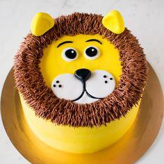 Cake Decorating Designs, Creative Cake Decorating, Cake Decorating Videos, Cake Decorating Techniques, Boys 1st Birthday Cake, Animal Birthday Cakes, Lion Birthday Party, Lion Party, Minion Birthday
