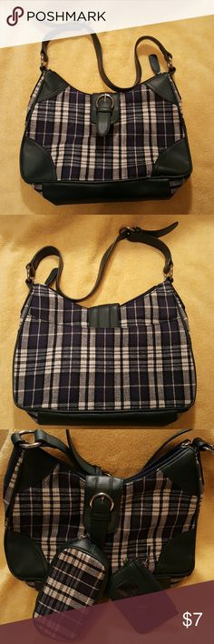 Hunter Green Plaid Purse Perfect for Fall.   This purse comes with a small coin purse and ID holder with attached key chain.   Lightly used and in good condition. Croft and Barrow  Bags Shoulder Bags