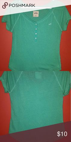 Hollister tee Perfect little lightweight tee to wear around.  Pretty color and super soft Hollister Tops Tees - Short Sleeve