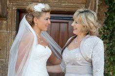 Maman soutit mariée