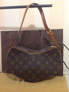 a56b8021f8ac Louis Vuitton Croissant PM bag in Monogram Canvas. Authenticity Guaranteed  £259 This is a guaranteed authentic Louis Vuitton hand bag